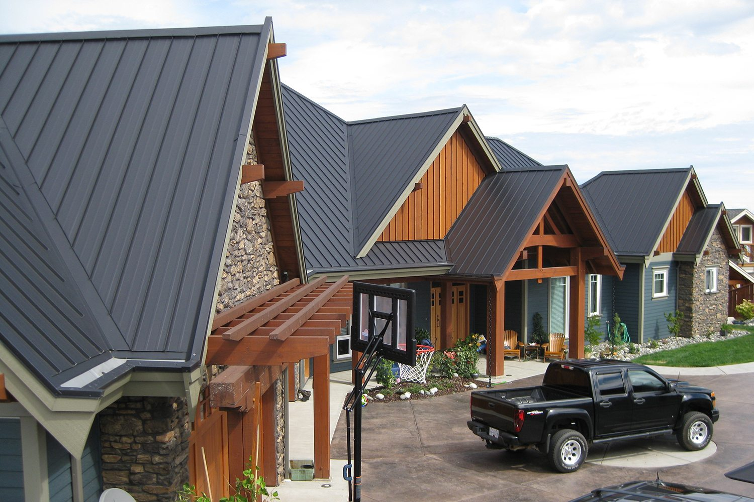 charcoal standing seam roof campbell river-2